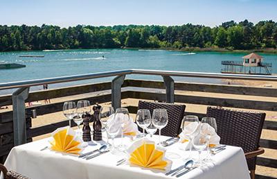 Blick von der Restaurant-Terrasse auf den BernsteinSee