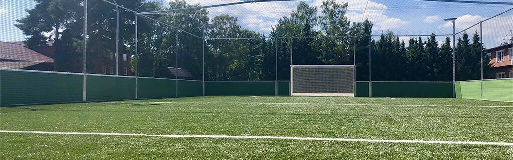Bolzplatz/Soccer<br/>Das Runde muss ins Eckige